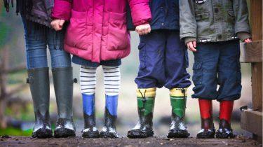 Vijf kinderen op een rij
