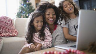moeder met kinderen veilig online