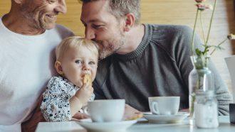 ouders kiezen babynaam voor baby