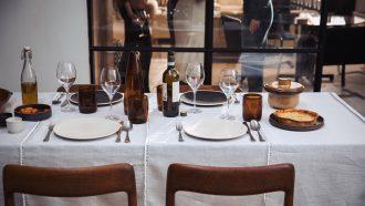 Servies voor Kerstdiner van The Table