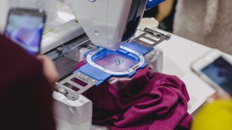 Het perfecte kerstcadeau: een gepersonaliseerde kasjmieren trui van UNIQLO