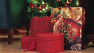 Cadeaus onder de kerstboom uit de jaren 90