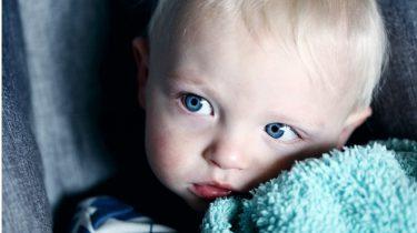 immuunsysteem / peuter met blauwe ogen