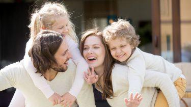 vrolijk gezin