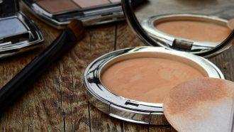 Make up die goed blijft dankzij deze life hack met silicagel