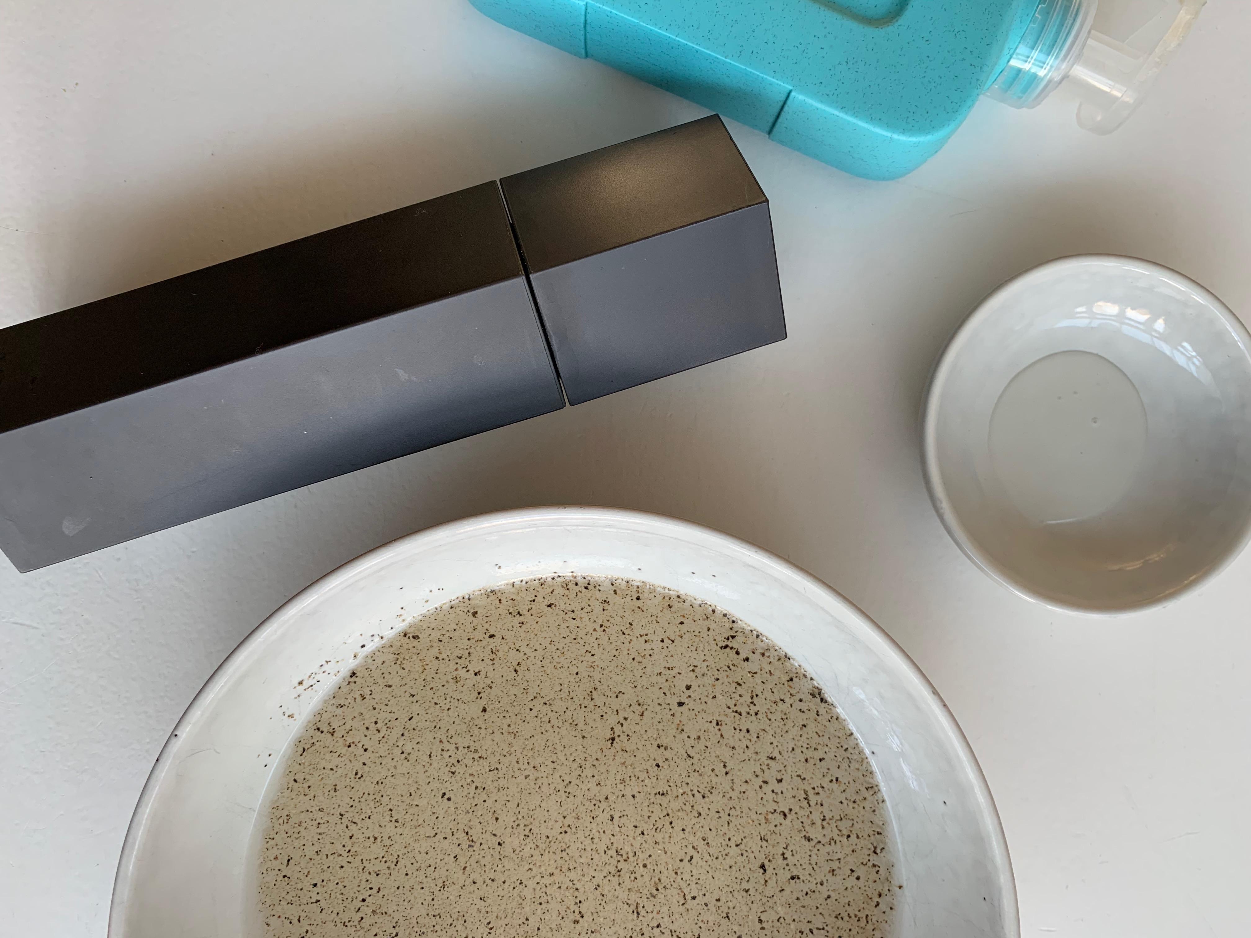 Alle ingrediënten voor een trucje om te laten zien hoe belangrijk het is om handen te wassen