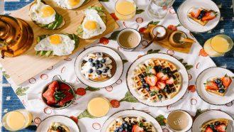 Het paasontbijt: Niets leukers en lekkerders dan een tafel gevuld met lekkernijen