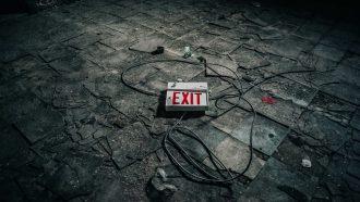 Een exit bordje. Als je hebt gekozen voor de verkeerde man
