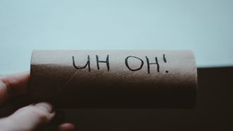 Vaker poepen tijdens je menstruatie: Dan gaat het snel met de wc-rollen