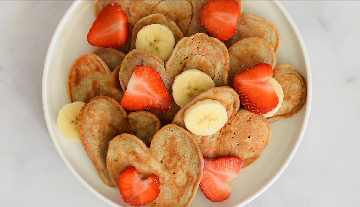 Vegan hartjes pannenkoeken voor moederdag