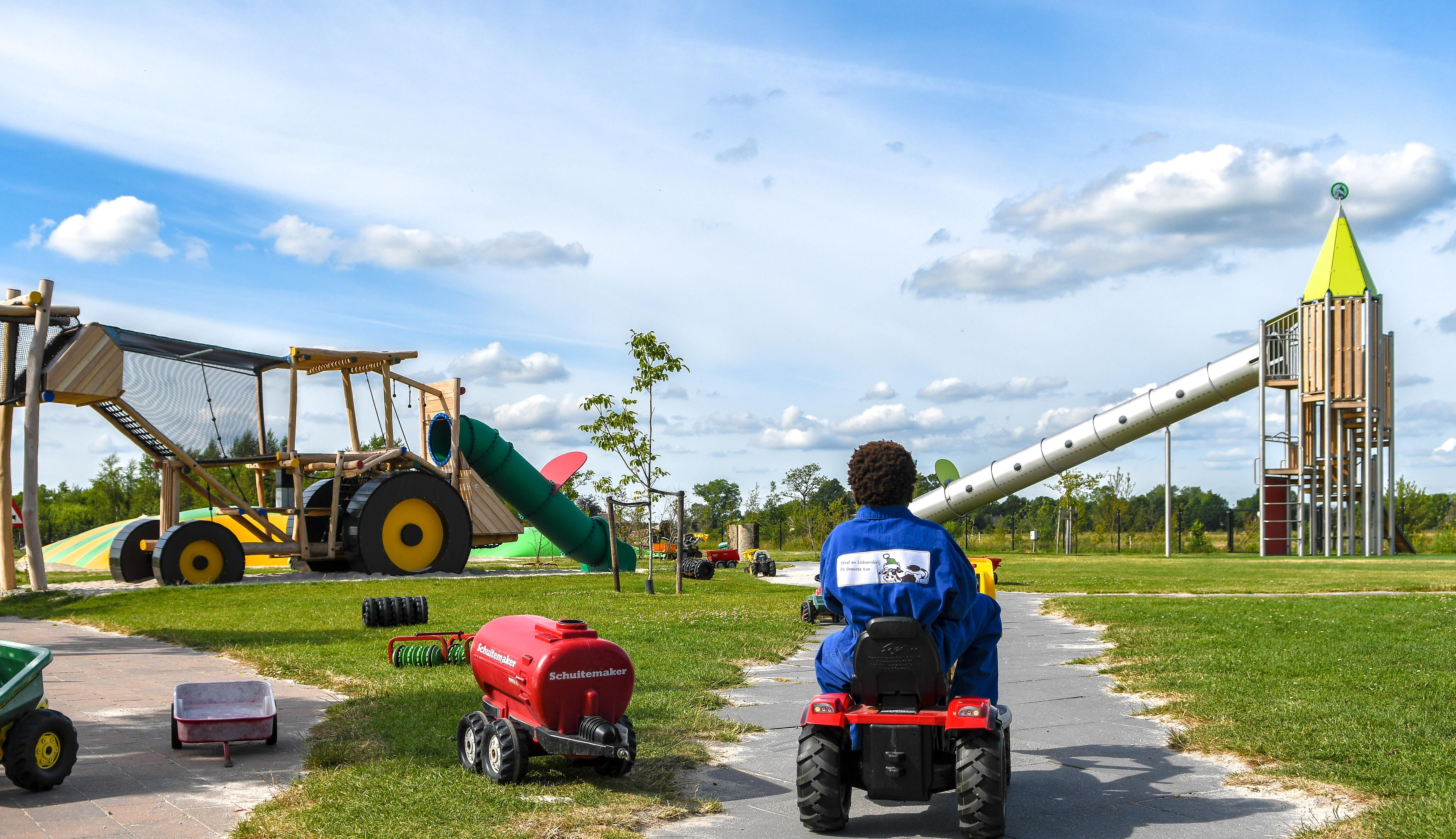 Speel- en ijsboerderij de Drentse Koe in Drenthe is de perfecte plek voor kids deze zomervakantie
