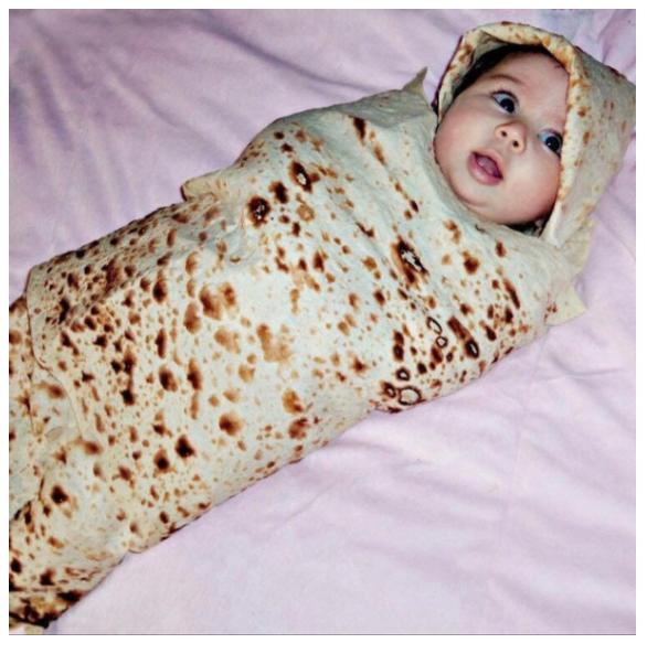 Baby in een burrito deken