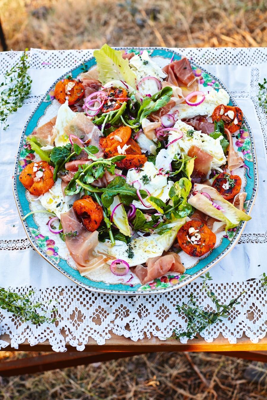 Koolhydraatarme lunch : Gegrilde abrikozensalade met prosciutto