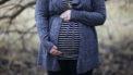 Zwangere vrouw die risico heeft om zwangerschapsdiabetes te krijgen en een suikertest gaat laten doen